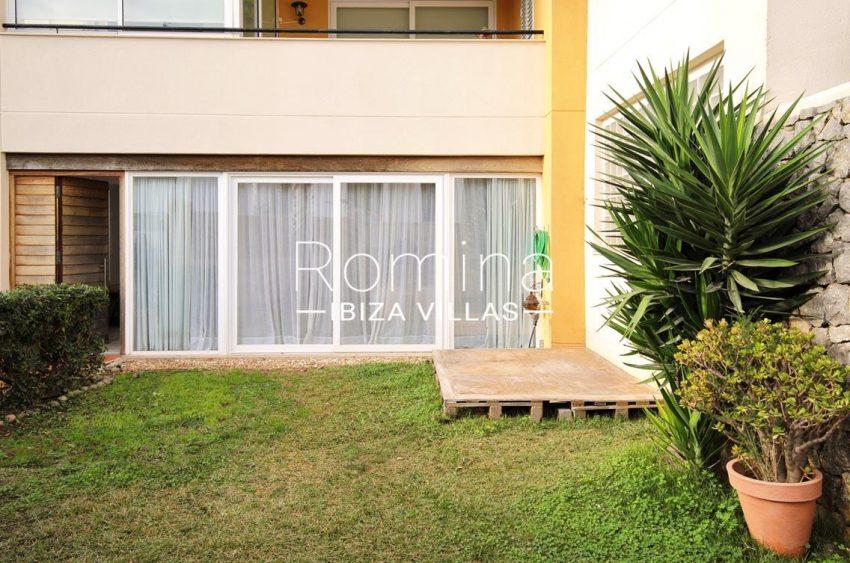 romina-ibiza-villas-rv685-2garden facade