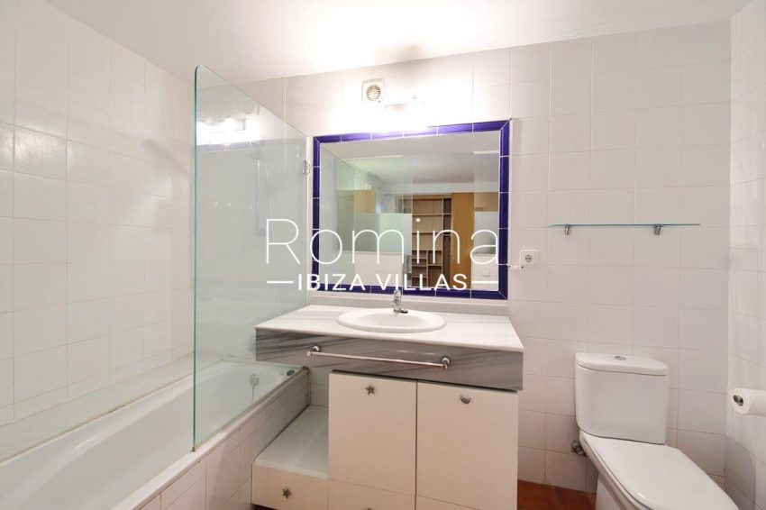 romina-ibiza-villas-rv685-5bathroom