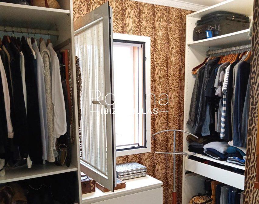 romina-ibiza-villas-rv690-adosado-pedres-4zdressing room