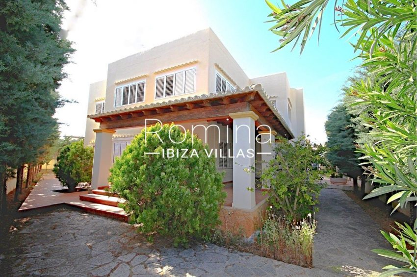 romina-ibiza-villas- rv693- villa-brett-2side facade