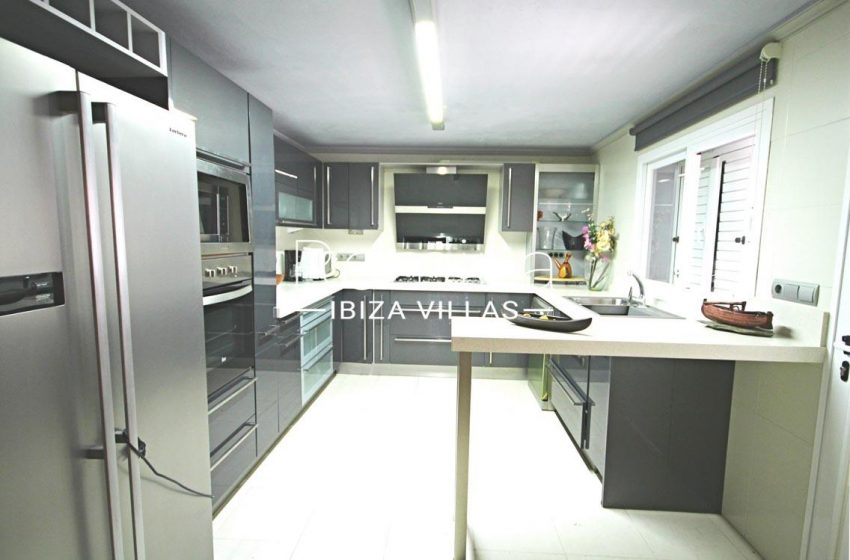 romina-ibiza-villas- rv693- villa-brett-3zkitchen