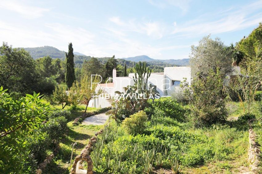 romina-ibiza-villas-rv695-can-joan-mari-2garden house