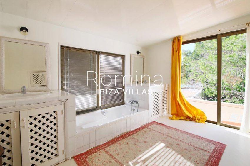 romina-ibiza-villas-rv695-can-joan-mari-5bathroom terrace