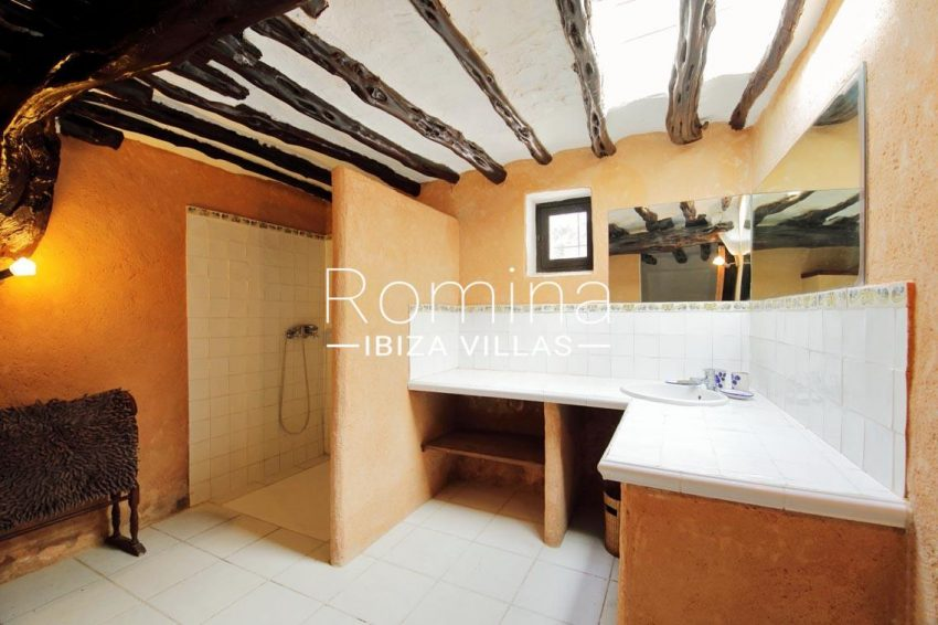 romina-ibiza-villas-rv695-can-joan-mari-shower room