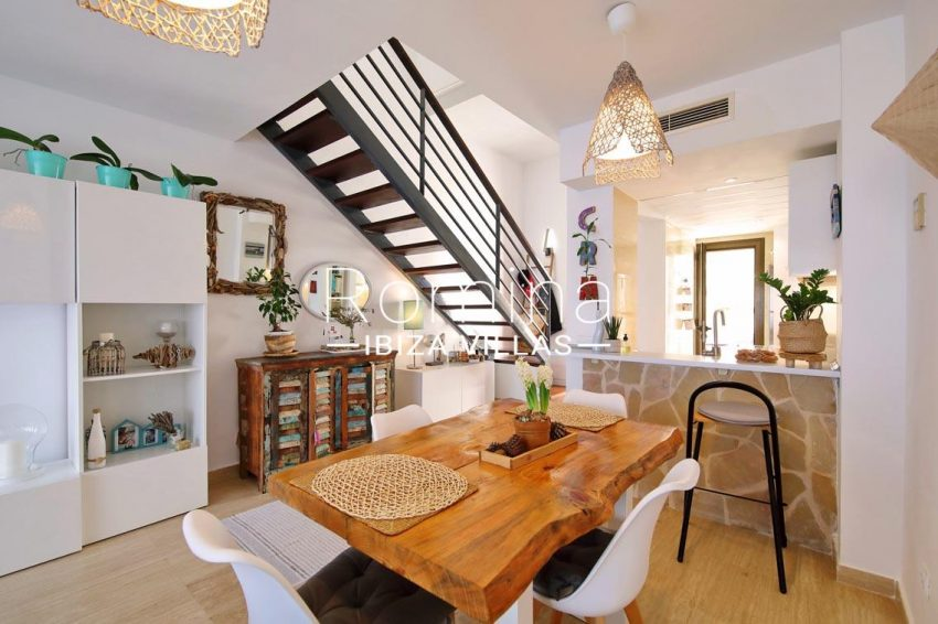 romina-ibiza-villas-rv698-adosado-pedrera-3zdining area kitchen