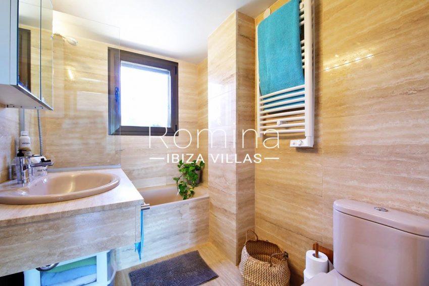 romina-ibiza-villas-rv698-adosado-pedrera-5bathroom