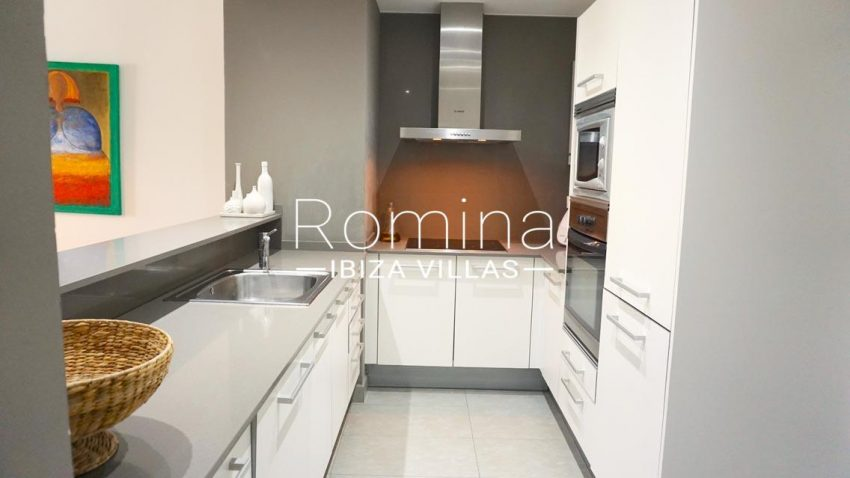 romina-ibiza-villas-rv-702-apto-berry-3zkitchen2