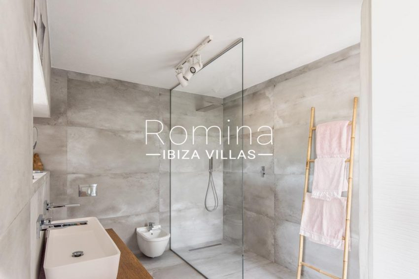 romina-ibiza-villas-rv-711-villa-baia-5shower room