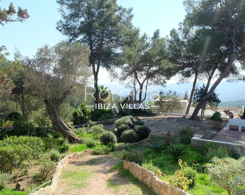 romina-ibiza-villas-rv-712-can-aster-2entrance path