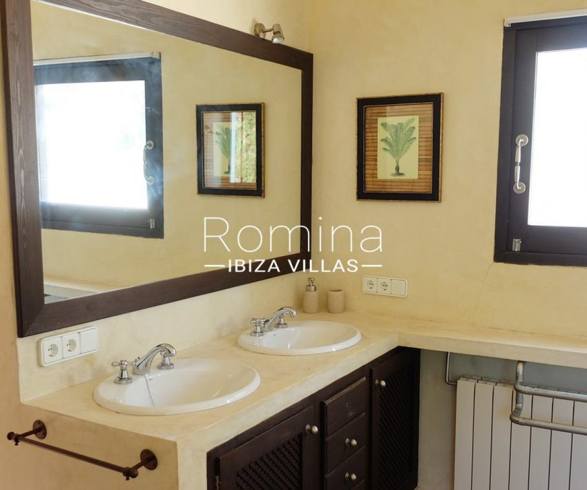 romina-ibiza-villas-rv-712-can-aster-5bathroom