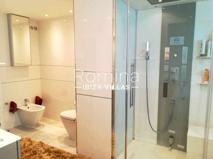 romina-ibiza-villas-rv-713- apto-miramar g-5shower room