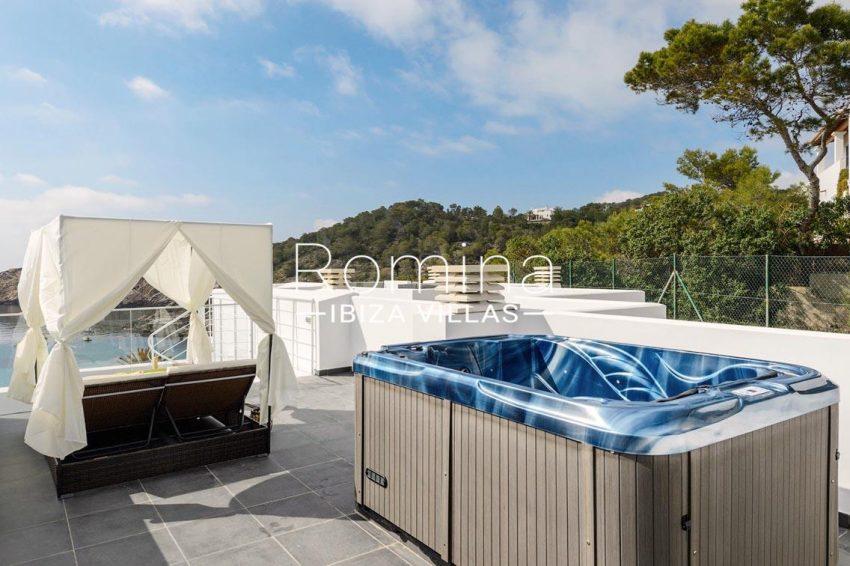 romina-ibiza-villas-rv-716-aticos-bay-1roof terrace sea view