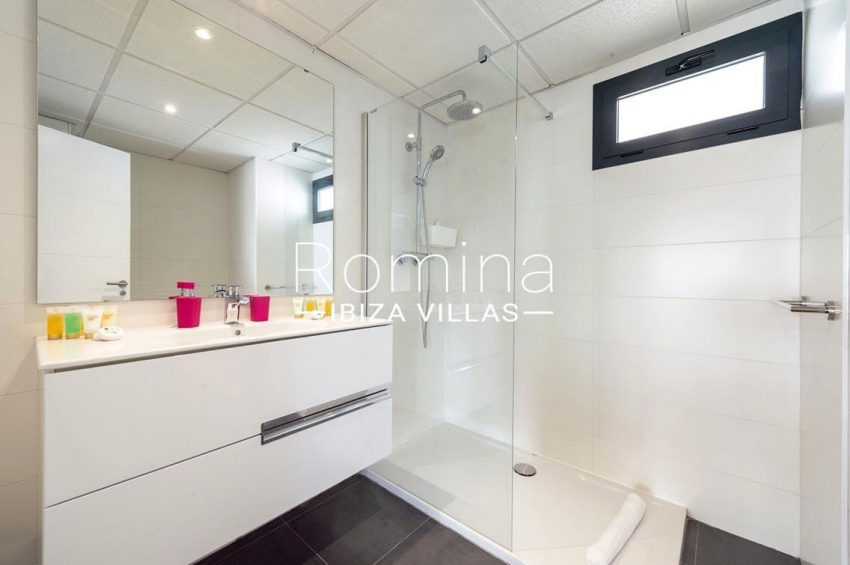 romina-ibiza-villas-rv-716-aticos-bay-5shower room