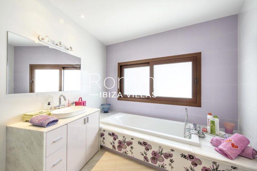 romina-ibiza-villas-rv699-villa margy-5bathroom2