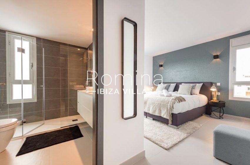 romina-ibiza-villas-rv700-atico nova-4bedroom2 shower room