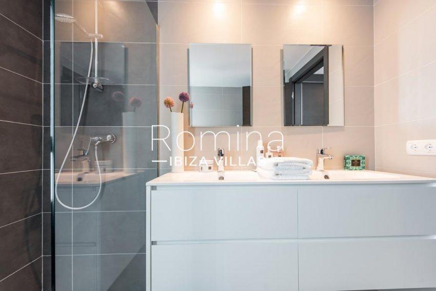 romina-ibiza-villas-rv700-atico nova-5shower room