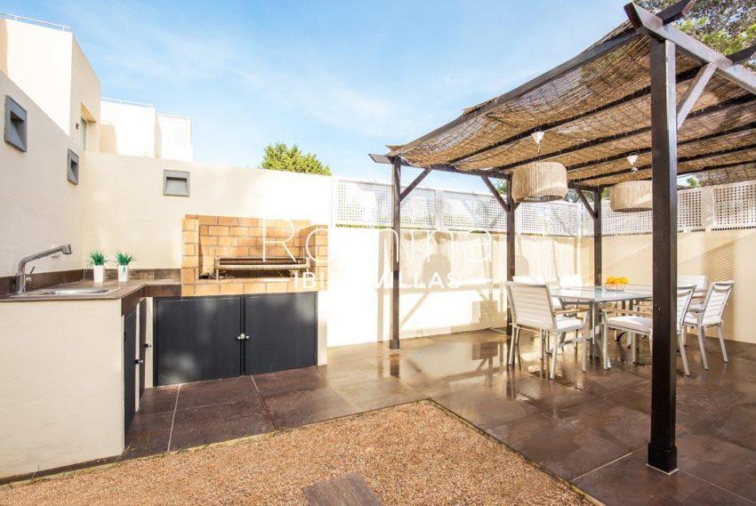 romina-ibiza-villas-rv701-adosado-bora-2ntance patio pergola dining area barbecue