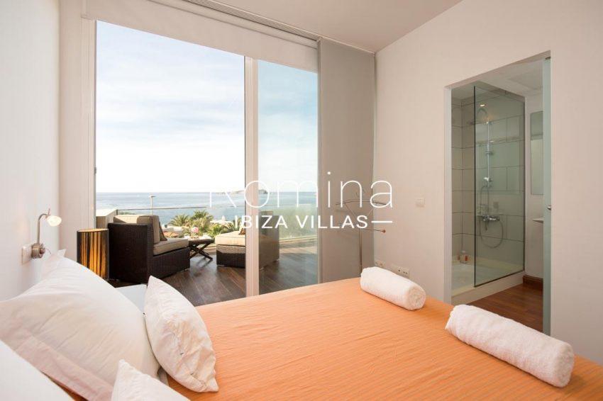 romina-ibiza-villas-rv701-adosado-bora-4bedroom 1 sea view shower room