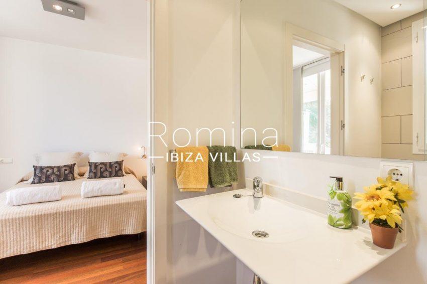 romina-ibiza-villas-rv701-adosado-bora-4bedroom2 shower room