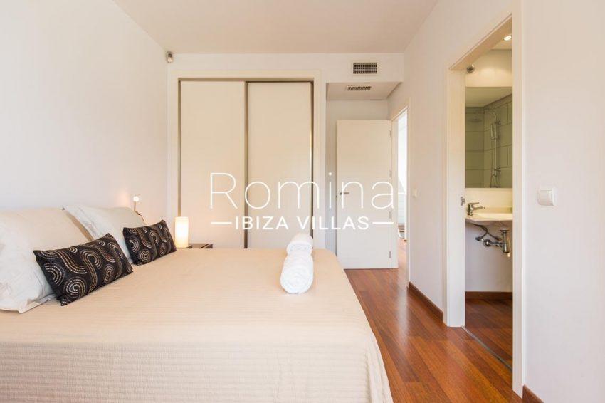 romina-ibiza-villas-rv701-adosado-bora-4bedroom2 wardrobes