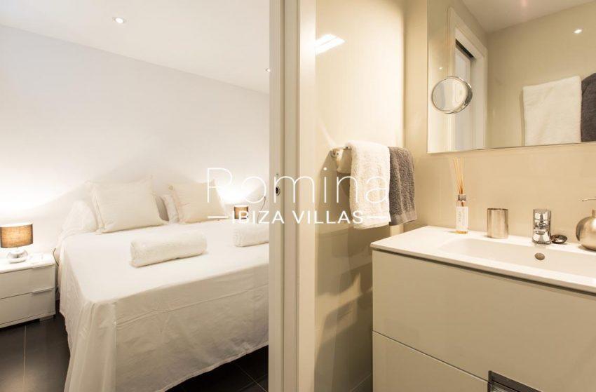 romina-ibiza-villas-rv701-adosado-bora-4bedroom3 shower room