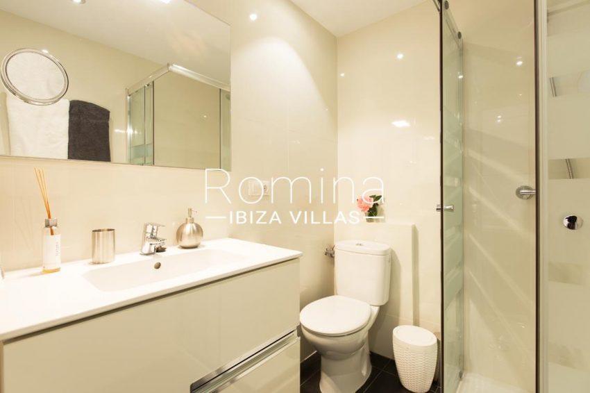 romina-ibiza-villas-rv701-adosado-bora-5shower room bedroom2BIS