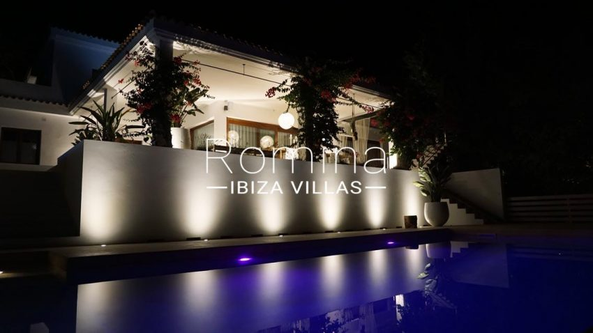 romina-ibiza-villas-rv707-villa-acacia-2pool by night