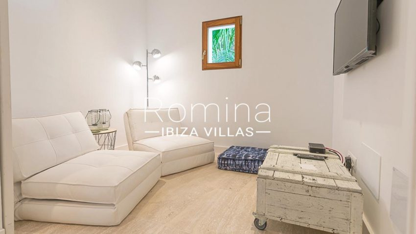 romina-ibiza-villas-rv707-villa-acacia-3tv room