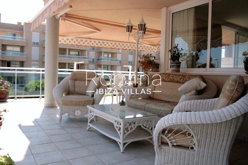 romina-ibiza-villas-rv709-apto-bossa-terraza-2terrace sitting area2