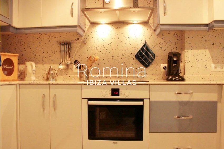 romina-ibiza-villas-rv709-apto-bossa-terraza-3zkitchen