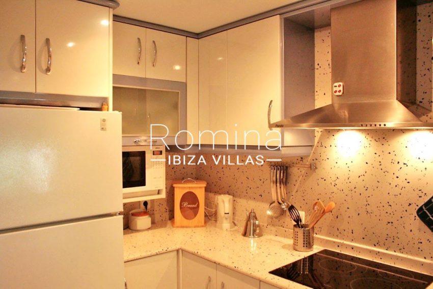 romina-ibiza-villas-rv709-apto-bossa-terraza-3zkitchen2