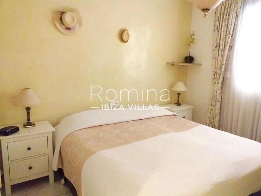 romina-ibiza-villas-rv709-apto-bossa-terraza-4bedroom2ter