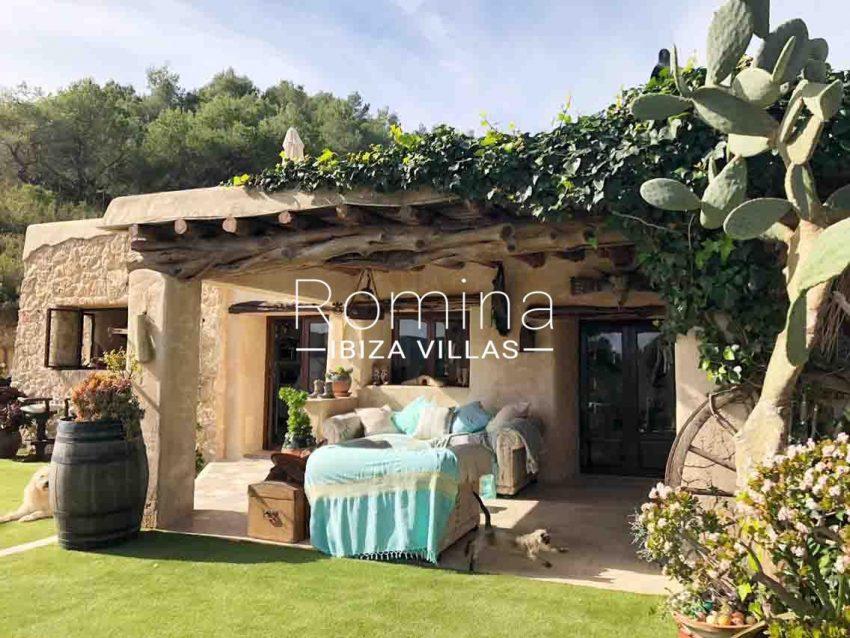 romina-ibiza-villas-rv714-casa-coll-2porche garden
