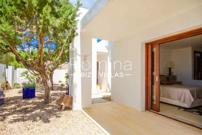 romina-ibiza-villas-rv-717-villa-fidji-2terrace bedroom garden