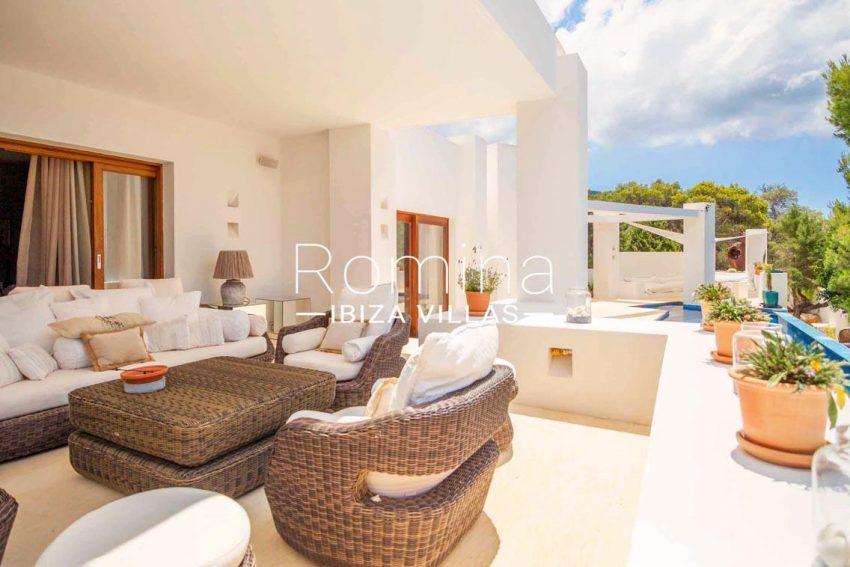 romina-ibiza-villas-rv-717-villa-fidji-2terrace sitting area