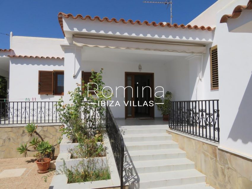 romina-ibiza-villas-rv720-casa-adelfa-2entrance stairs