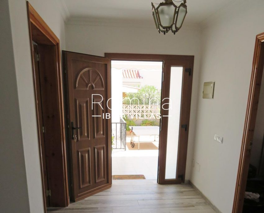 romina-ibiza-villas-rv720-casa-adelfa-3entrance hall