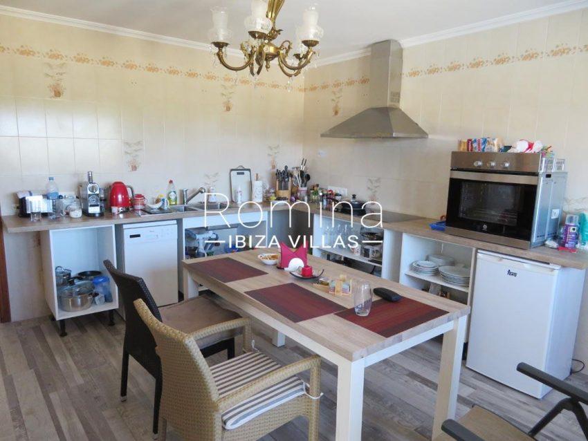 romina-ibiza-villas-rv720-casa-adelfa-3zitchen
