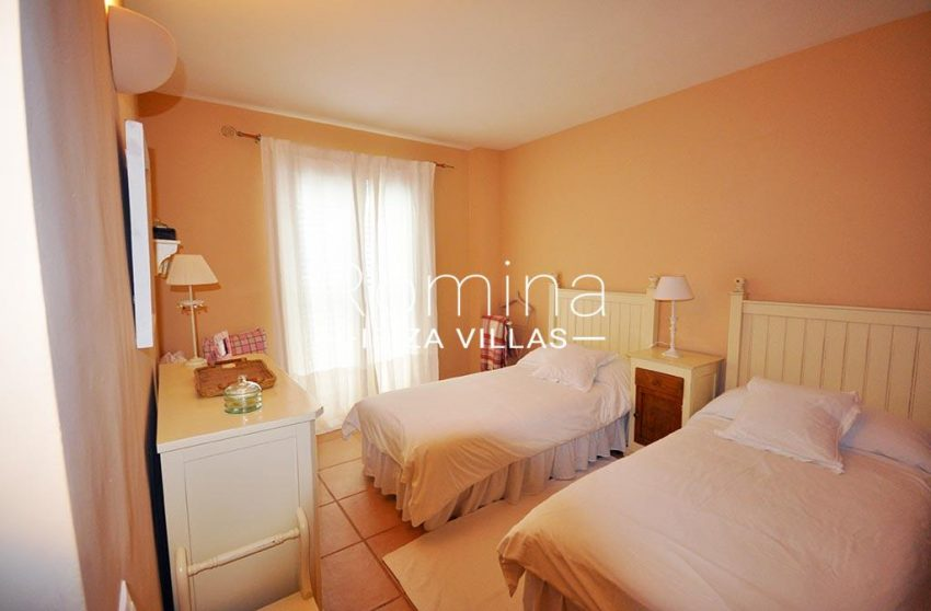 romina-ibiza-villas-rv723-apto-cory-4bedroom twin