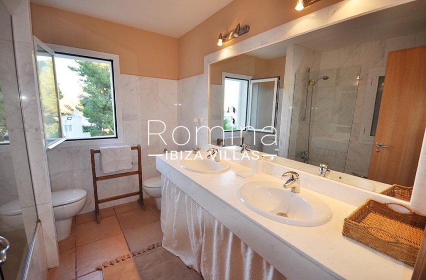 romina-ibiza-villas-rv723-apto-cory-5bathroom