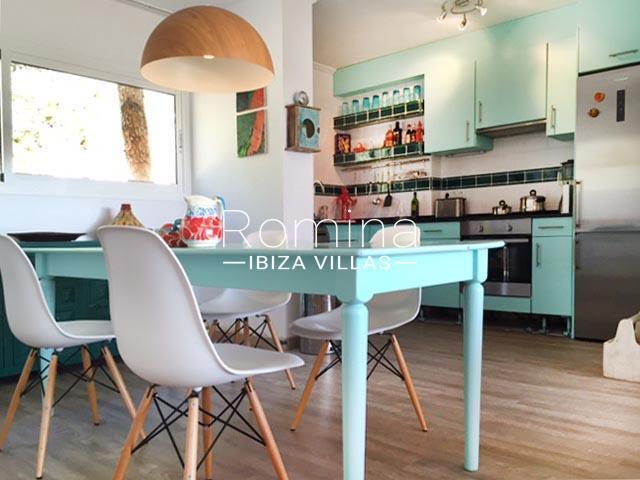 romina-ibiza-villas-rv724-apto-sol-3dining area kitchen