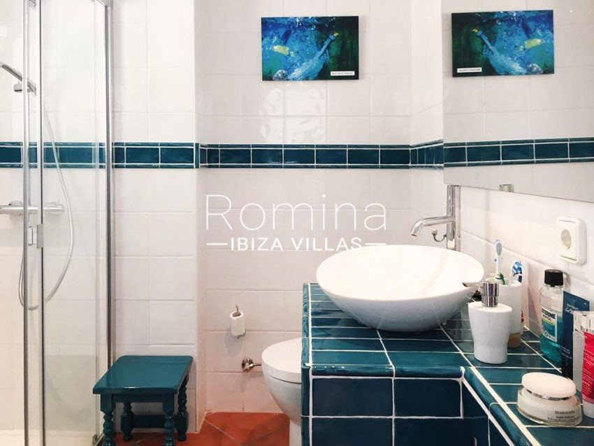 romina-ibiza-villas-rv724-apto-sol-5shower room