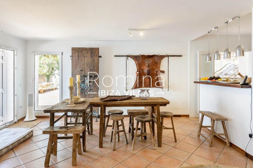 romina-ibiza-villas- rv85-can-ella-3zdining area kitchen