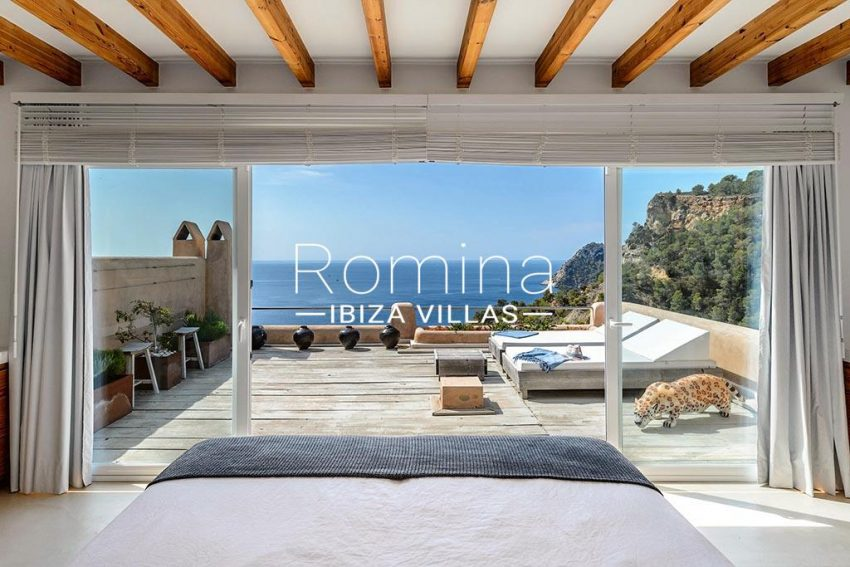 romina-ibiza-villas- rv85-can-ella-4bedroom beams sea view2
