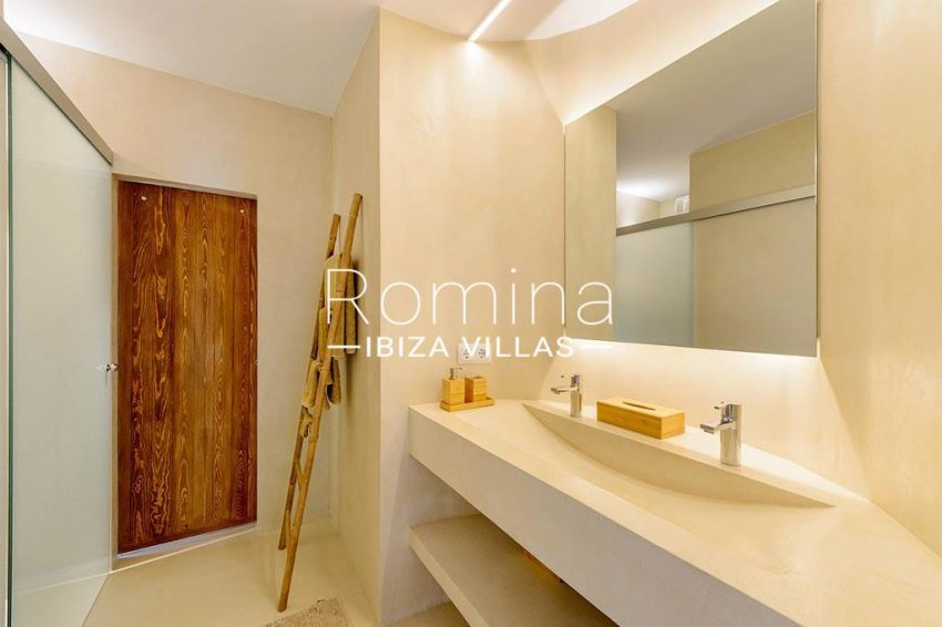 romina-ibiza-villas- rv85-can-ella-5shower room