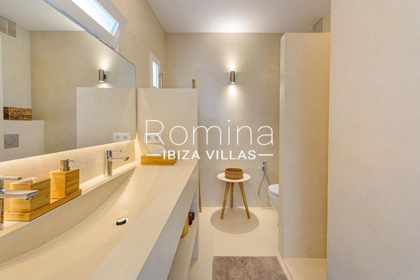 romina-ibiza-villas- rv85-can-ella-5shower room2