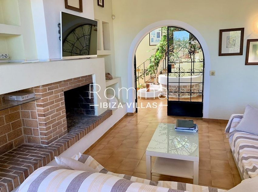 romina-ibiza-villas-rv-729-casa-lirio-3living room fieplace2