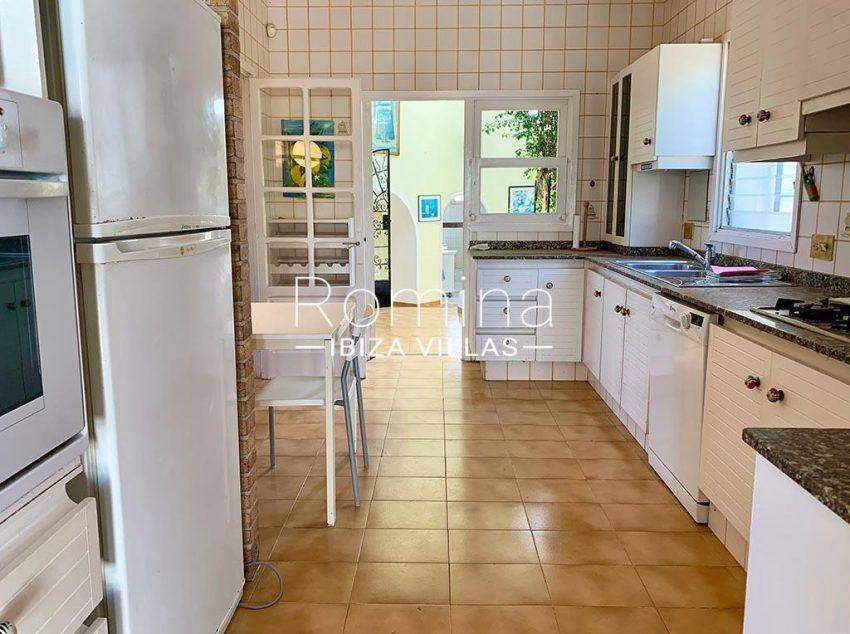 romina-ibiza-villas-rv-729-casa-lirio-3zkitchen2