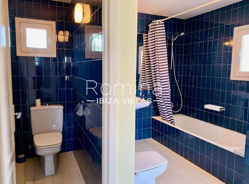 romina-ibiza-villas-rv-729-casa-lirio-5bathroom blue