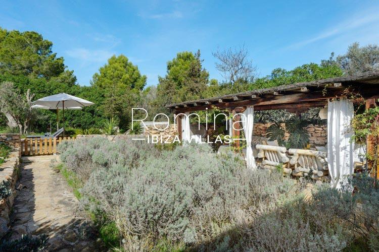 romina-ibiza-villas-rv-731-can-galia-2pergola garden